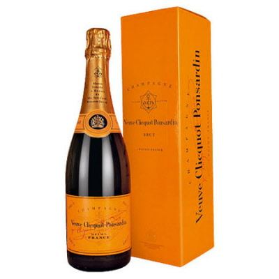 Veuve Clicquot Champagne Yellow Label Magnum Gift